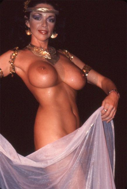 Raven De La Croix, Show World